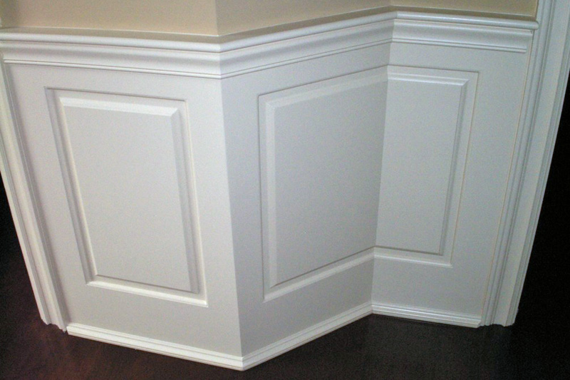 Split Raised Panel Wainscoting spliced in the corner